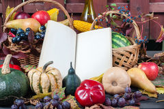 Säsongsbetonad frukt och pumpor Royaltyfria Bilder