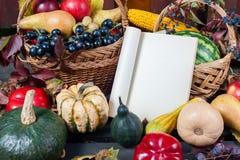 Säsongsbetonad frukt och pumpor Royaltyfria Foton