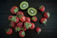 Säsongsbetonad jordgubbestilleben Fotografering för Bildbyråer