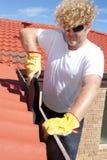 Säsongsbetonad taklägger röd avloppsrännalokalvård för manen Arkivbilder
