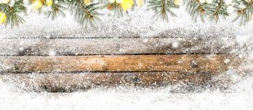 Säsongsbetonad trätabell för vinter arkivbild