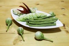 Säsongsbetonade grönsaker i en dis Royaltyfria Foton
