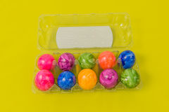 Säsongsbetonade - påsk - färgade ägg Arkivfoton