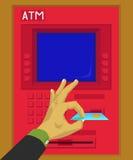 Sätt in eller ta bort ett debiteringkort i ATM Fotografering för Bildbyråer
