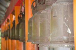 Sätta en klocka på buddha Royaltyfri Fotografi