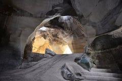 Sätta en klocka på grottor Arkivbilder