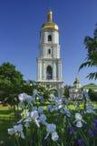 Sätta en klocka på står hög av domkyrka för St. Sophia Royaltyfria Bilder