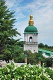 Sätta en klocka på står hög i Lavra Royaltyfri Fotografi
