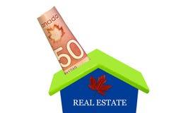 Sätta femtio kanadensiska dollar i sparbössa Royaltyfri Bild