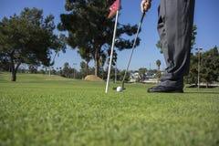 Sätta och golfare Royaltyfri Foto