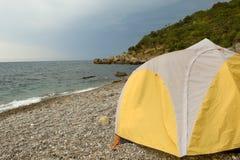 sätta på land att campa fotografering för bildbyråer