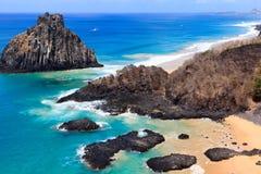 Sätta på land Baia DOS Porcos på ön Fernando de Noronha, Brasilien royaltyfria foton