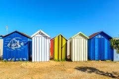 Sätta på land cabines på oleron för ile D, Frankrike royaltyfri fotografi