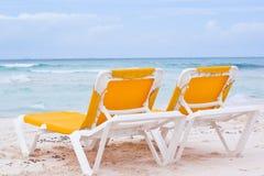 sätta på land cancun stolar Royaltyfri Fotografi