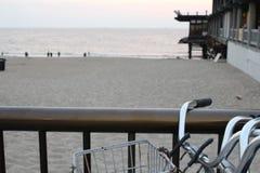 sätta på land cykeln royaltyfri foto