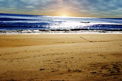 sätta på land den långa soluppgången för ön Royaltyfria Foton
