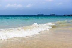 sätta på land det tropiska havet Arkivbild