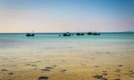 sätta på land det tropiska havet Royaltyfri Foto