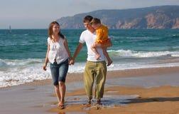 sätta på land familjgyckel Fotografering för Bildbyråer