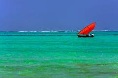 sätta på land fin white för sandturkosvatten Zanzibar ö Royaltyfri Fotografi