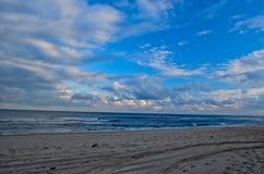 Sätta på land, havet och himlen Fotografering för Bildbyråer