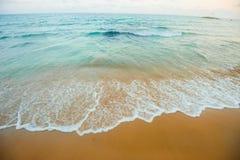 sätta på land havswaves Arkivfoto