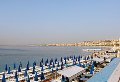 Sätta på land i Nice, Frankrike på den franska Riviera kusten Arkivbilder