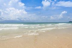 Sätta på land i sommar i Thailand med soligt utomhus- dagljus för sommar Arkivfoton