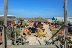 Sätta på land klubban på stranden i Scheveningen, Nederländerna Arkivfoto