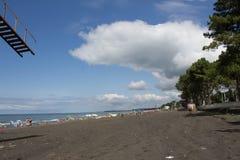 Sätta på land liv, holidaymaker på stranden av bilden önskade suddigheten royaltyfri foto