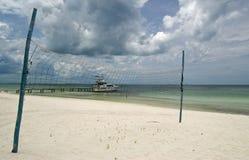 sätta på land netto volleyboll Fotografering för Bildbyråer