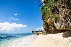 Sätta på land och slösa havet i Bali, Indonesien Arkivbild