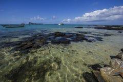 Sätta på land panoramautsikten av locket Malheureux med myntet de Myr i avståndet Mauritius Arkivfoton