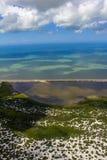Sätta på land paradiset, den underbara stranden, strand i regionen av Arraial gör Cabo, tillstånd av Rio de Janeiro, Brasilien Sy arkivbild