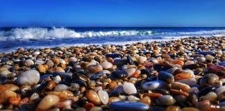 sätta på land pebblen Arkivfoton