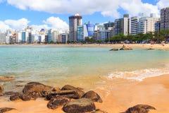 Sätta på land Praiada-costaen, sand, havet, Vila Velha, Espirito Sando, behå Royaltyfri Foto