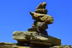 sätta på land pyramidstenar Fotografering för Bildbyråer