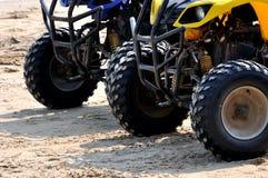 Sätta på land sandmotorcykelsporten Arkivbild