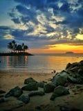 sätta på land solnedgången arkivfoto