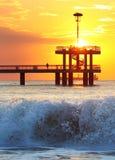 sätta på land soluppgången Arkivbild