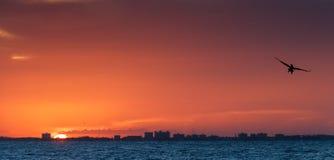 sätta på land soluppgången Arkivfoton