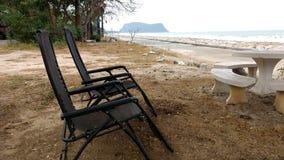 sätta på land stolar två Fotografering för Bildbyråer