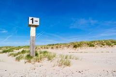 Sätta på land stolpen på sand mot blå himmel, IJmuiden, Nederländerna Fotografering för Bildbyråer