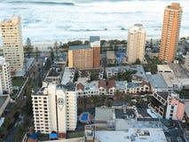 sätta på land surfarear för paradissemesterortsidan Arkivfoton