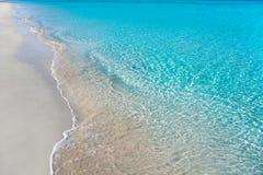 Sätta på land tropiskt med vitt sand- och turkosvatten Royaltyfria Foton