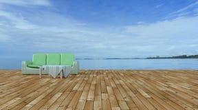 Sätta på land vardagsrummet och balkonger med soffan och seascape i sommarhav Fotografering för Bildbyråer