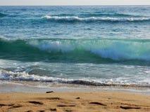 sätta på land waves Royaltyfria Bilder