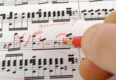 sättande ihop musikanmärkningar Royaltyfri Foto