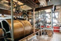 Sätter en klocka på mekanismen av domkyrkan av Mechelen Arkivbilder