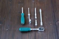 Sätze der verschiedenen Werkzeuge für die Ausführung von zahlreichen Arbeiten stockfotos